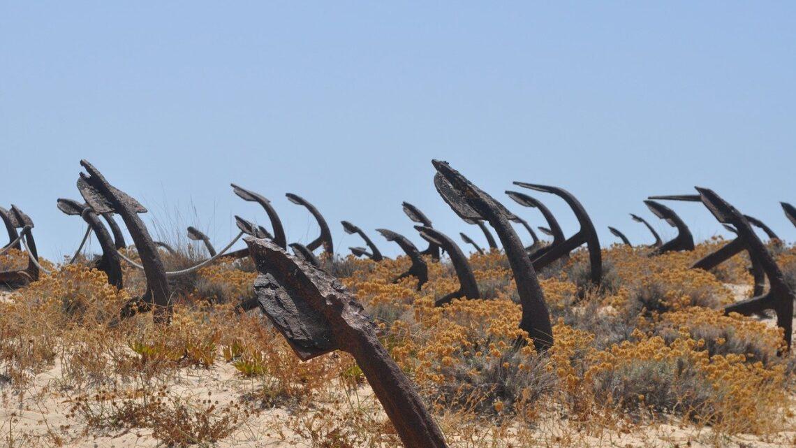 Szlak na cmentarzysko kotwic na plaży Barril